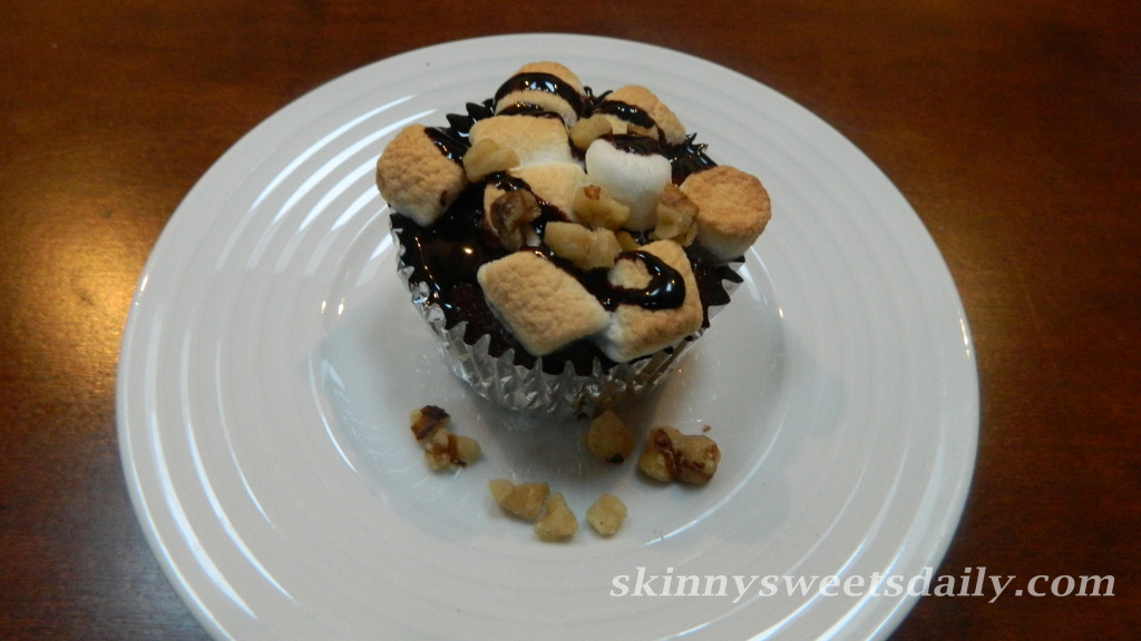Skinny Oreo Marshmallow Brownie Cupcakes