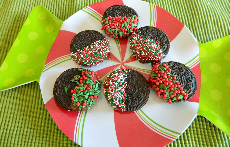 Chocolate Dipped Christmas Oreos