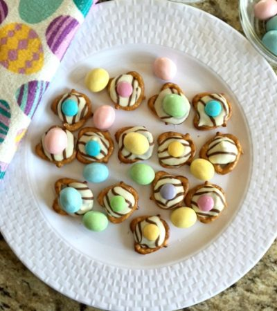 Easter Hugs Pretzel Snaps – Easiest Recipe Ever!