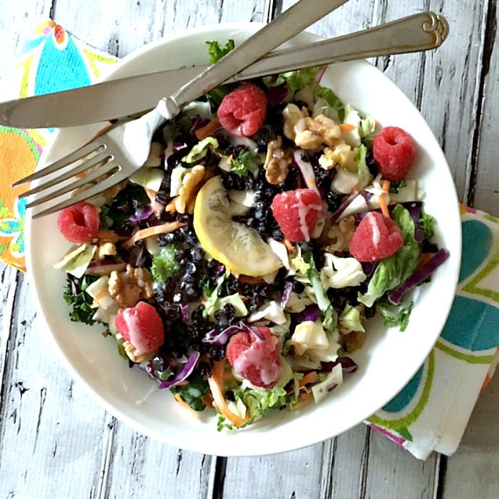 Walnut Raspberry Detox Salad