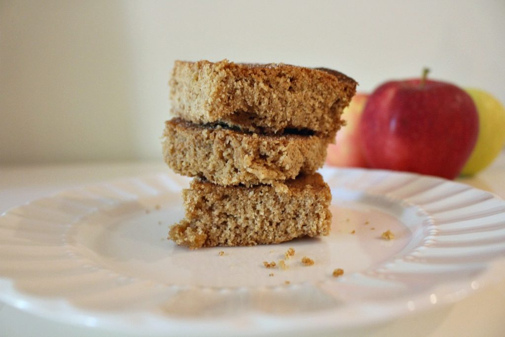 almond-apple-snack-cake
