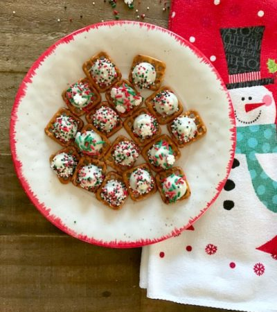 Cookies and Cream Christmas Pretzel Snaps