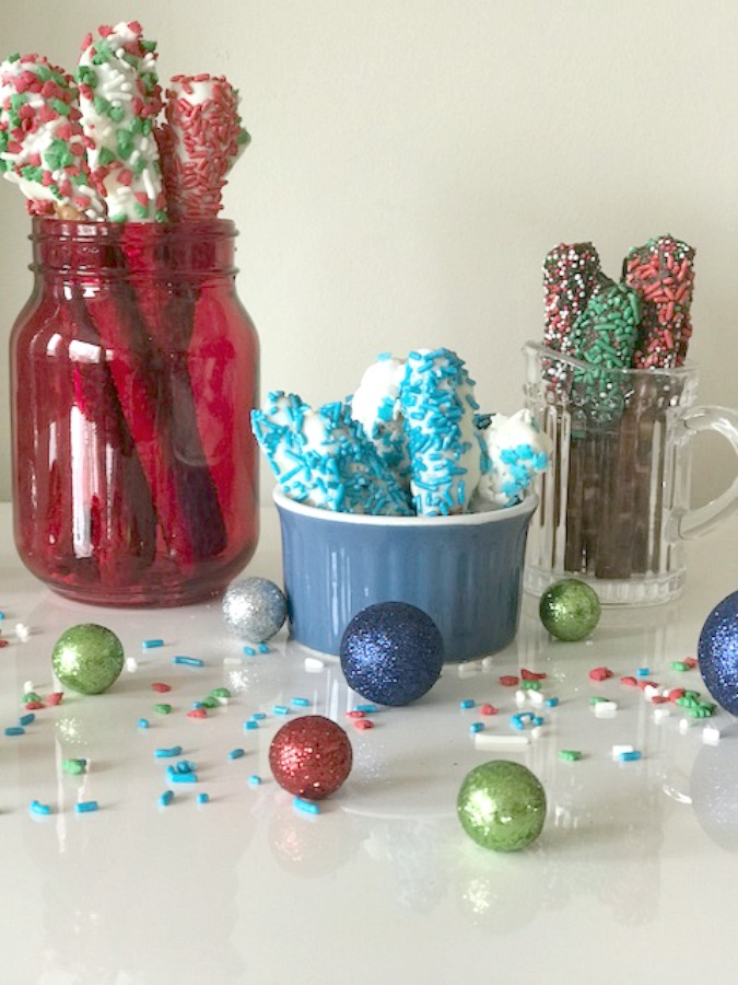 Christmas Pretzel Rods.Chocolate Covered Holiday Pretzel Rods