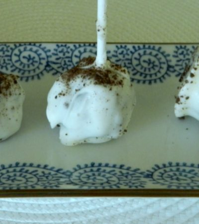 3 Ingredient White Chocolate Oreo Pops