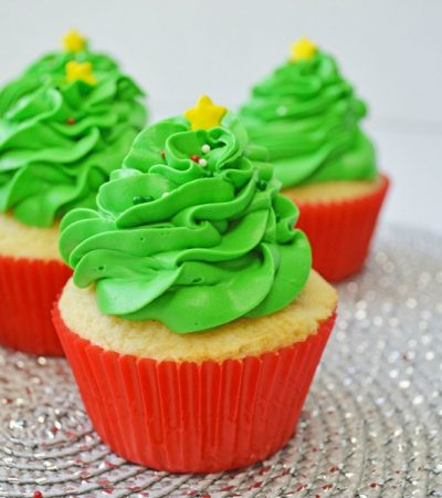 Simple Vanilla Christmas Tree Cupcakes
